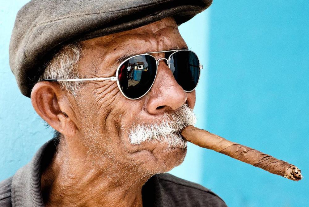 Копать, прикольная картинка мужик курит
